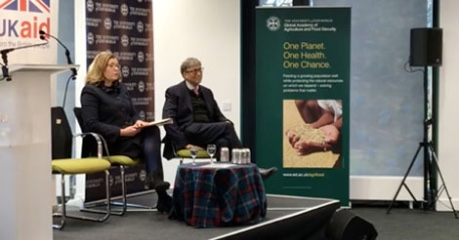 photo of Bill Gates and Penny Mordaunt at an event at The Roslin Institute, University of Edinburgh - credit UoE