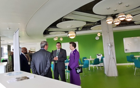photo of HRH Princess Royal with CEO John Mackenzie meeting with Ingenza at Roslin Innovation Centre