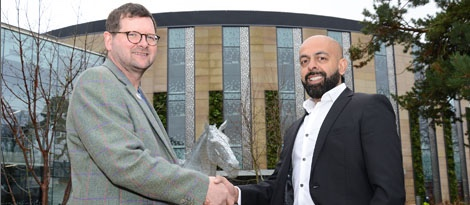 photo of John Mackenzie, CEO of Roslin Innovation Centre sharing hands with Jaymin Amin, Ingenza outside the new building